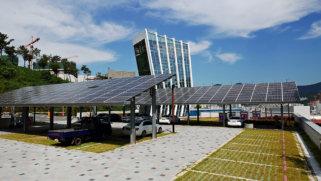 Paneles solares para parking moderno