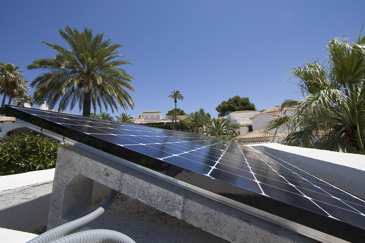 n of solar panels in Costa Brava y Costa Dorada