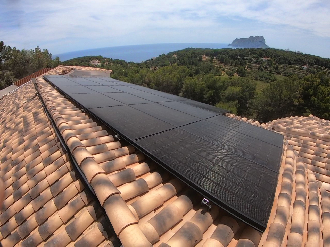 installation in Benissa of solar pv panels Lg Neon2 con two batterys in Benissa